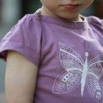Kinderbodys und -Shirts